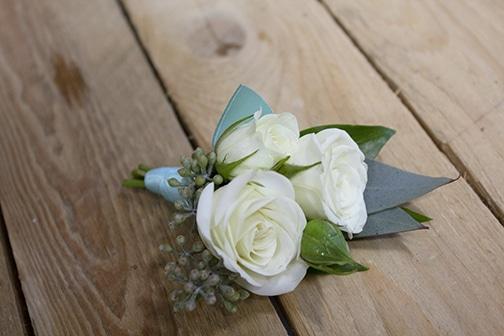 white spray roses, seeded eucalyptus, long island wedding, marina del ray